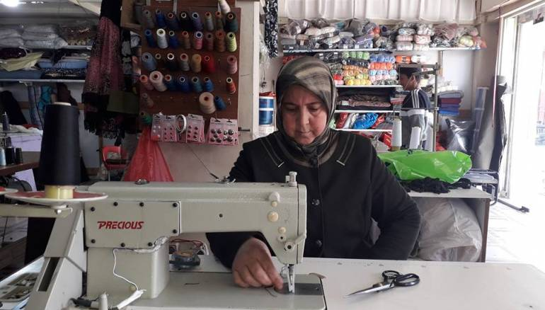 Syrian Refugee Moves From Being An Amateur To Fashion Designer The Syrian Observer