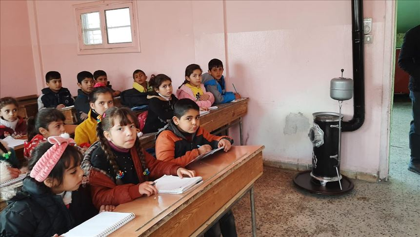 Students in northern Syria return to schools