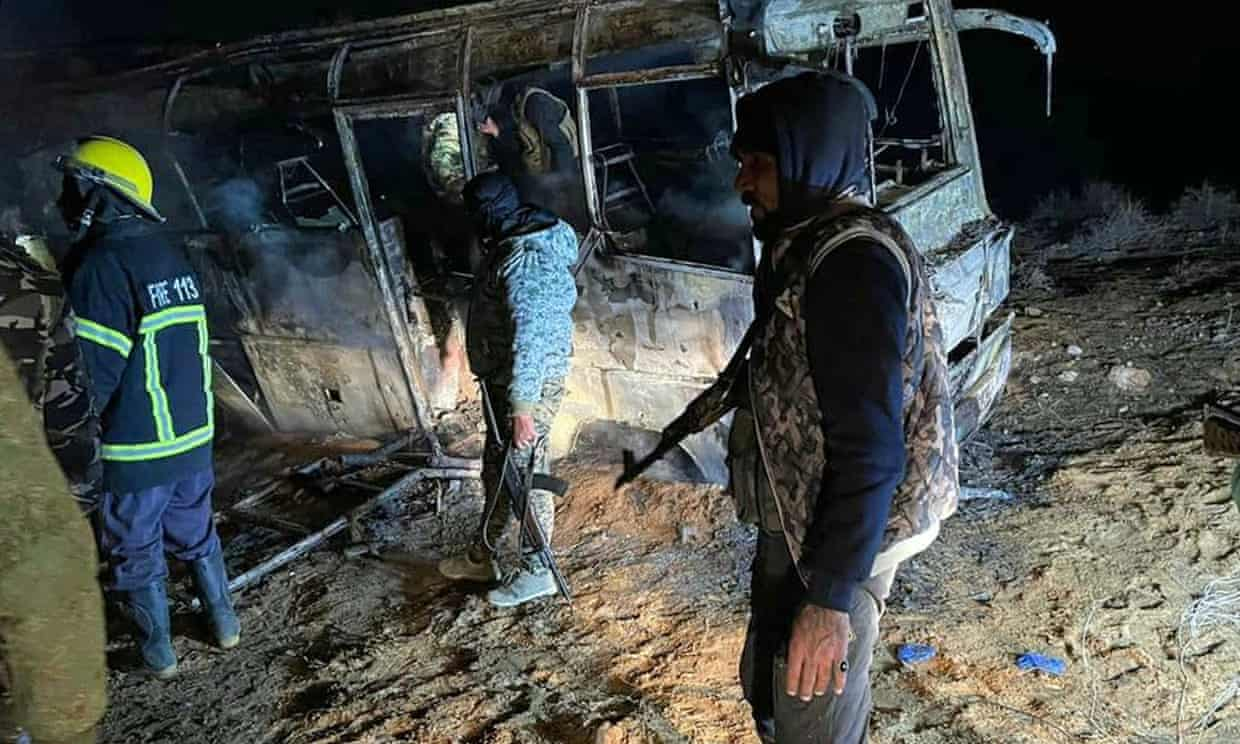Syria: dozens killed in Isis bus attack