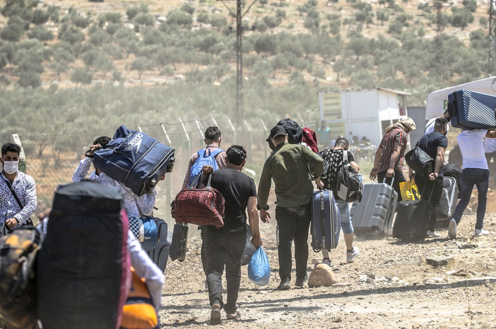 Syrians Living in Turkey go to Syria for Bittersweet Holidays