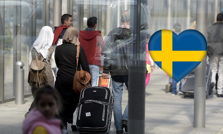 Sweden to Withdraw Residencies of Refugees Visiting Home